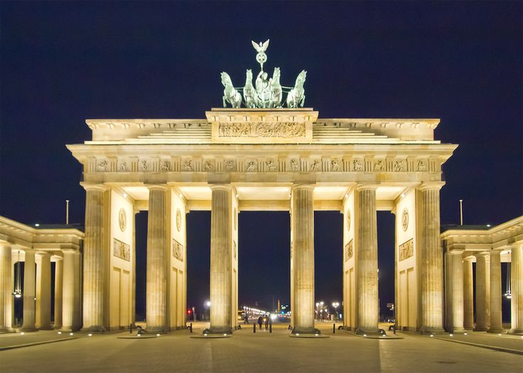 IZI.travel – Berlin - a fascinating walking tour with Tim Richards
