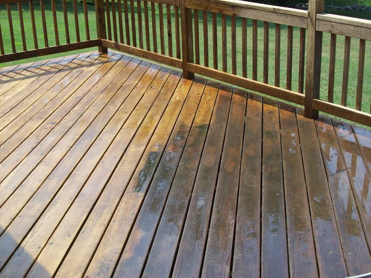 deck cleaning to give the new look againg by Waterworx Pressure Cleaning and house washing.