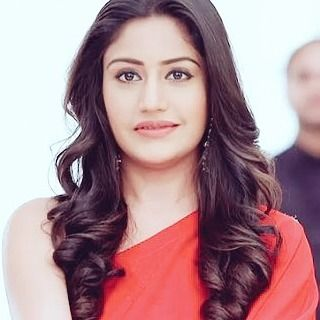 This girl is on fire ❤❤ Beauty in red  @officialsurbhic you are beyond adorable #Ishqbaaaz #Anni