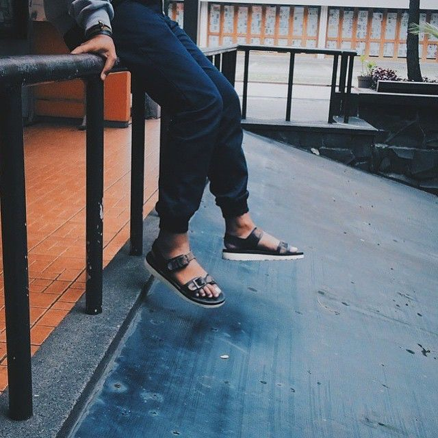 """""""@ulewooy with his Alto Camo. Good day everyone  #hijacksandals #leather #leathergoods #sandals #vsco #vscocam"""""""