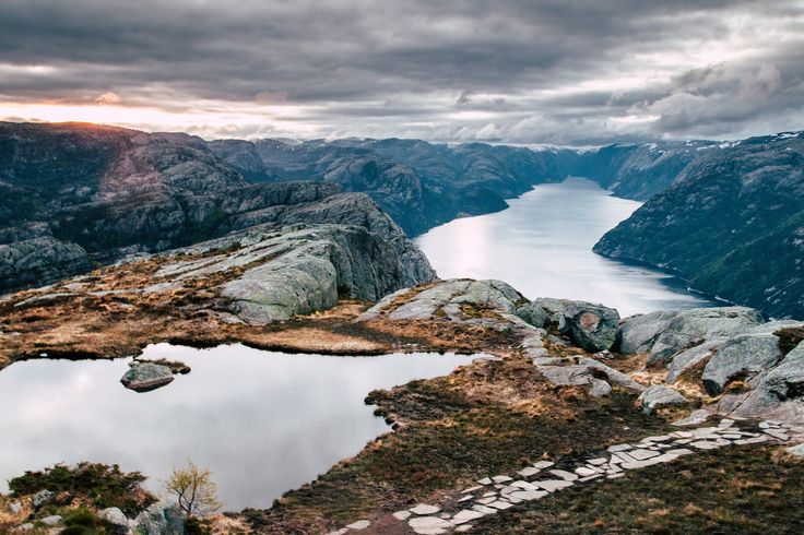 http://www.shinimichi.com/2016/10/standing-at-the-edge-of-preikestolen-pulpit-rock-norway.html