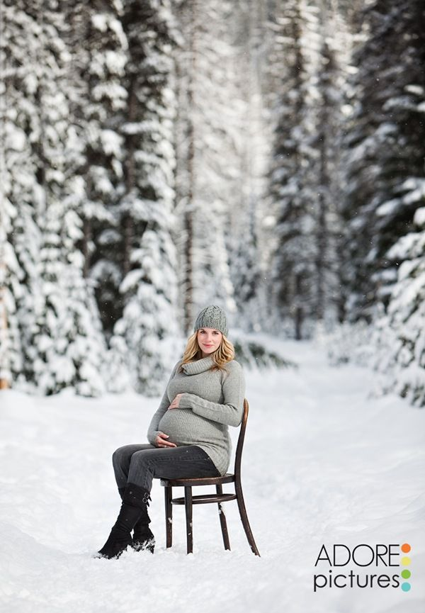 Beautiful winter maternity picture.