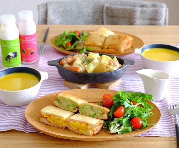 akanesora39のInstagramアカウント: 「2016.11.13.Sun☀︎ * *ホットサンド(ツナアボカド・コーンマヨ) *じゃがいもとウィンナーのチーズ焼き *かぼちゃスープ *飲むヨーグルト * バウルーでホットサンドの#お昼ごはん…」