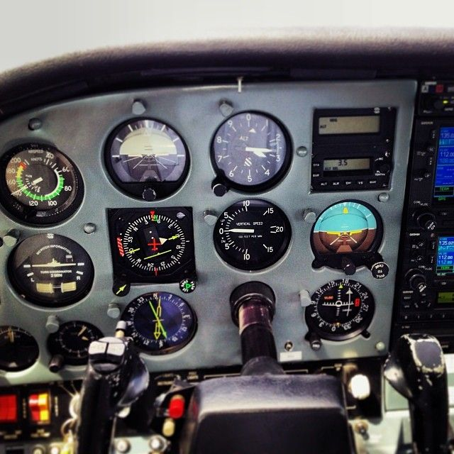 "14 отметок «Нравится», 2 комментариев — @betoarcaro в Instagram: «O painel da máquina ! Cessna 210 ""Centurion"", é o nome dele! #cessnaduzentosedez #CenturionII»"