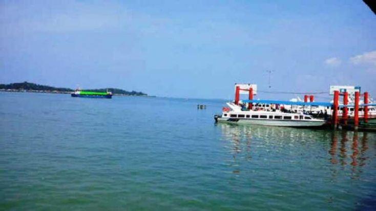Presiden Joko Widodo (Jokowi) meresmikan lima pelabuhan di Maluku. Kelima pelabuhan tersebut adalah Pelabuhan Tobelo, Pelabuhan Galela, Pelabuhan Tutu Kembong, Pelabuhan Wonreli, dan Pelabuhan Pulau Teor. Pelabuhan Tutu Kembong, Pelabuhan Wonreli dan Pelabuhan Pulau Teor berlokasi di Provinsi Maluku, sementara Pelabuhan Tobelo dan Galela berlokasi di Provinsi Maluku Utara.Presiden mengatakan