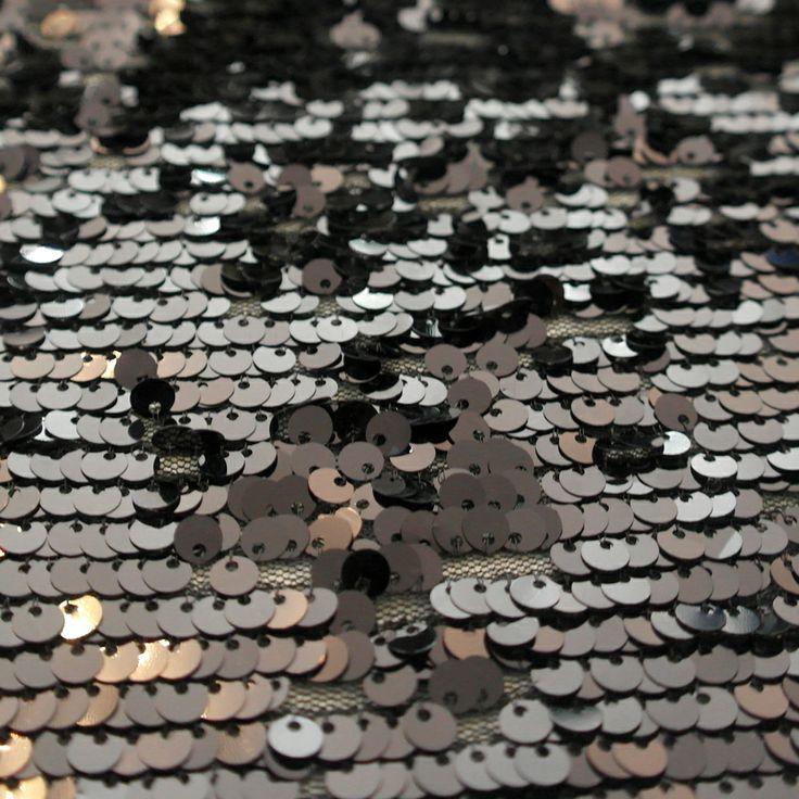 Paiete rotunde negre de 6 mm pe tul negru KX1865.  Latime (cm) 122 / 126; Diametru Paieta 6 mm;  Compozitie tul (%) Poliester 100%;