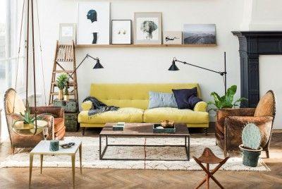 loft-lumineux-familial-parquet-chevrons-tapis-cheminee-verriere-de-toit-bancs-sur-roulettes-lit-armatures-bois-etagere-suspendue-table-cuisine