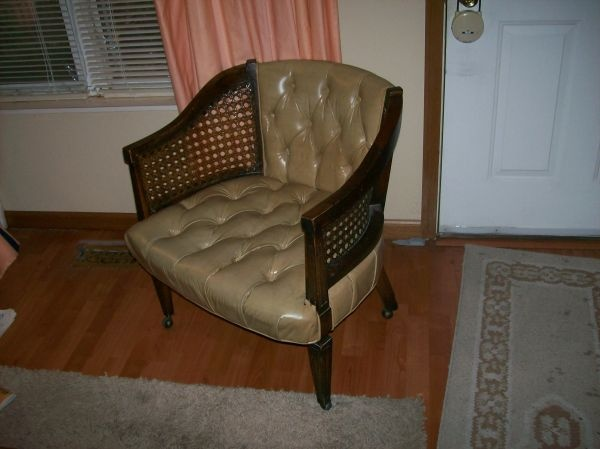 St Louis Living Room Chair Has Wheels Pristine Condition 35