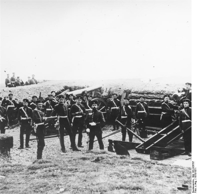 French soldiers at Ile-Chambriere during the Franco-Prussian War, 1870     http://www.histomil.com/viewtopic.php?p=26801