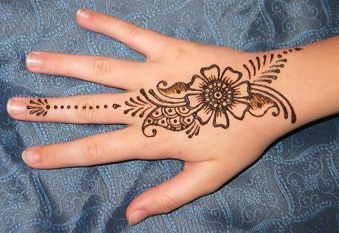 Minimalist hand henna