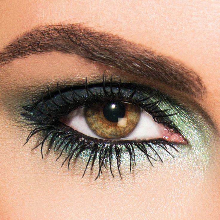 Een krachtige look die de power of nature vertaalt in een sterke oogopslag. Speciaal voor een avond of feest look. Kies voor deze look één van de LOOkX limited edition speciale effect eyeshadows; groen, paars of blauw. #LOOkX #Eyeshadow #BeautyinaBox