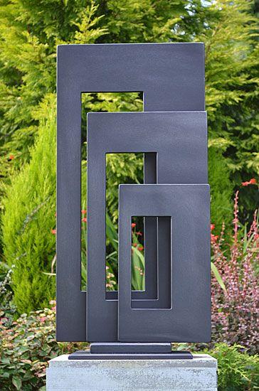 Três Retângulos. Escultura artística de metal para jardim. Artista: Paul Margetts.