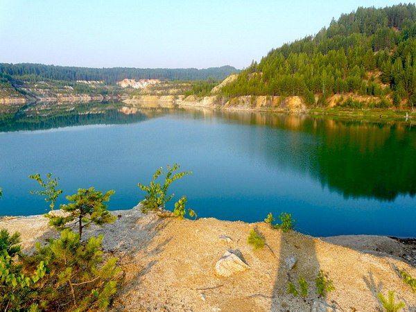 Единственное солёное озеро Ленинградской области  Маленькое море на севере Кургаловского полуострова - это единственное в Ленинградской области солёное озеро. Его наполняют лечебные воды, а под толщей воды живут вместе морские и пресноводные рыбы.  Липовское озеро расположено на территории Кингисеппского района Ленинградской области. Площадь бассейна – 5,3 кв. км, длина береговой линии составляет 7 км, ширина варьируется от 700 до 800 м, а глубина не превышает 6 м. Озеро связано широкой…