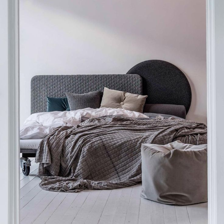 Layer It headboards designed by Anne Boysen and NO.9 cushions in cotton velvet.  #bedroom #soveværelse #sengegavl #puder #volour
