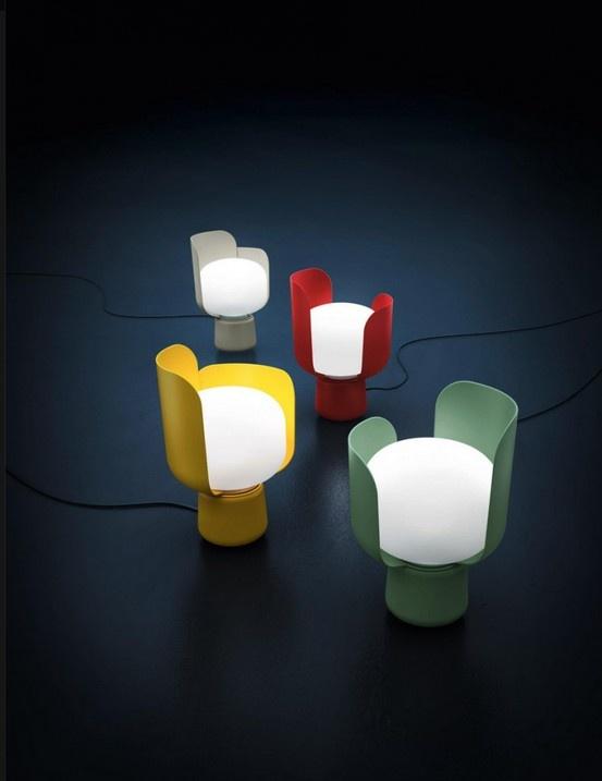 Andreas Engesvik lanserer lampen Blom hos Fontana Arte