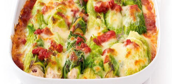 Recepty: Zapečené kapustové rolky s tvarohem, rajčaty a mozzarellou