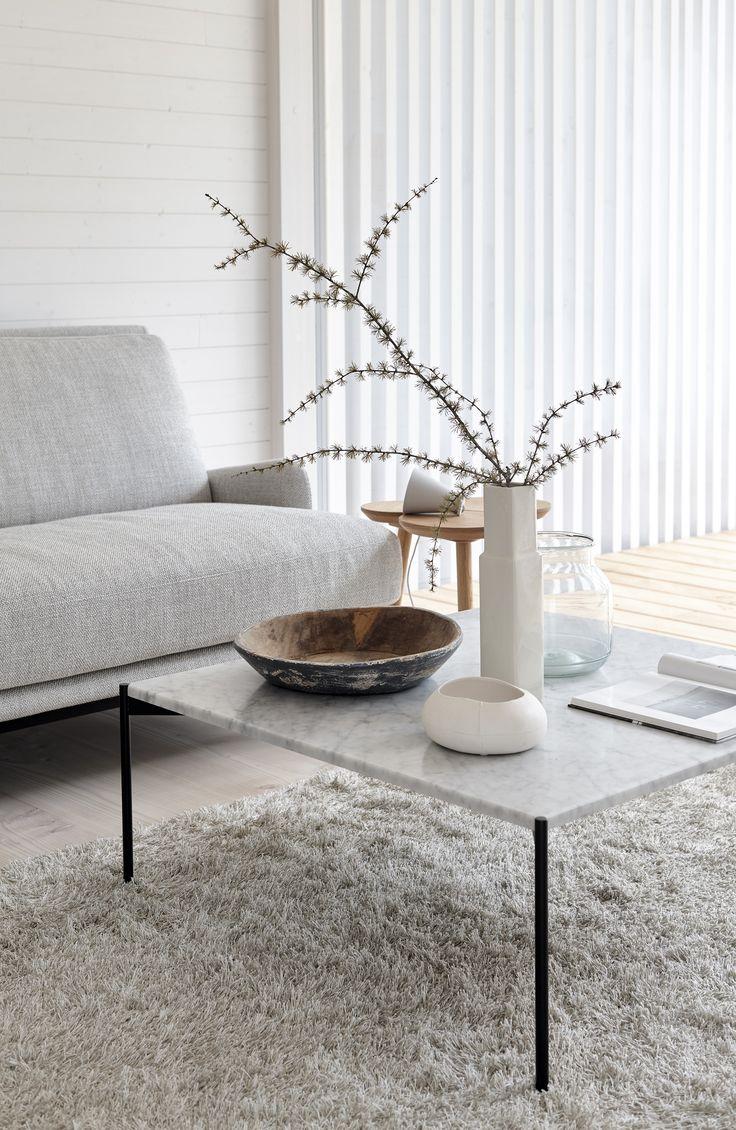 Woodnotes Wild linen wool tufted carpet. #livingroom #olohuone #sisustus #Interiordesign #interiordecor #naturalmaterials #luonnonmateriaalit #adea #scandinavianstyle