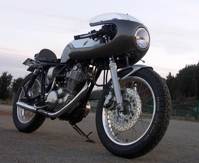 an extensively modified Yamaha SR400 Cafe Racer complete with a TT Cowl from Gull Craft's own range of custom fairings.