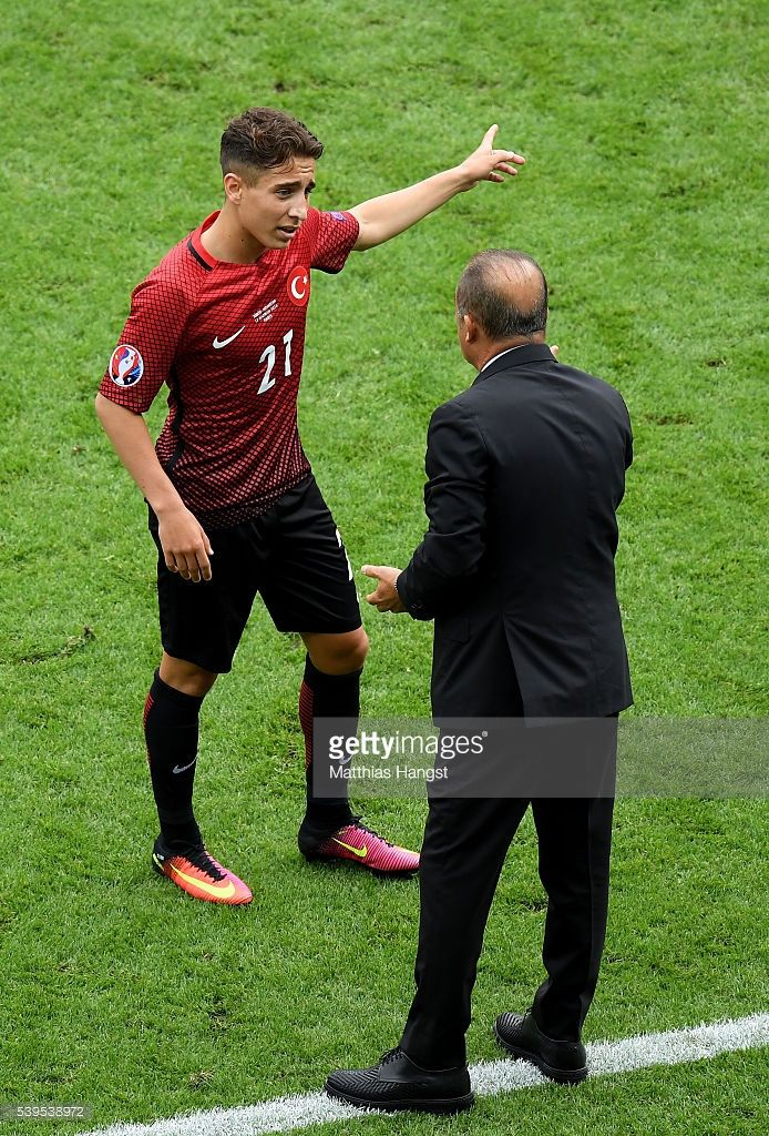 Fatih Terim head coach of Turkey instructs his player Emre Mor during the UEFA EURO 2016 Group D match between Turkey and Croatia at Parc des Princes on June 12, 2016 in Paris, France.