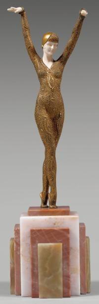 Demeter CHIPARUS (1886-1947) Dourga Chryséléphantine, épreuve en bronze à patine dorée, fonte d'édition sans marque ni cachet de fondeur, socle à gradin en marbre. Mains et visage en ivoire. Signée. Hauteur… - Beaussant Lefèvre - 21/12/2011
