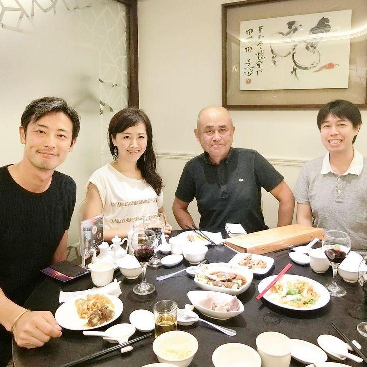 台湾最後の夜はお久し振りの山本さんとネット上では昨年からお友だちだけれど初めましての山田さんと念願のmeetup! 台湾駐在中の山本さんとは10年前夫と世界一周中にパリでMCの仕事を頂いて以来のお友だち(あの時はお互いまだ若かったですね)一方台湾にお住いの山田さんは昨年のGoogleマップのナビ音声が一時期変わった時にとてもショックを受けられたそうで山本さんと偶然そんな話になったところえっこの人知ってると繋がったというネットってスゴ美味しい食事と尽きない話でとっても楽しい夜でしたお二人とも健康に気をつけてお元気でまた台湾来ます . Finally got together with my friends in Taiwan old and new.  Yamamoto-san on the left and I met through an MC gig in Paris 10 years ago when Ko and I were still traveling and last year he introduced me to Yamada-san who was…
