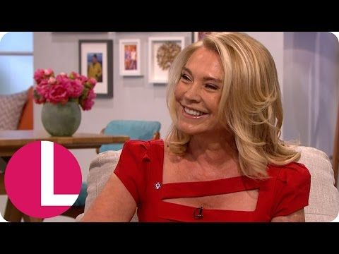 Amanda Redman Opens Up About The Horrific Burns She Suffered As A Child | Lorraine - YouTube