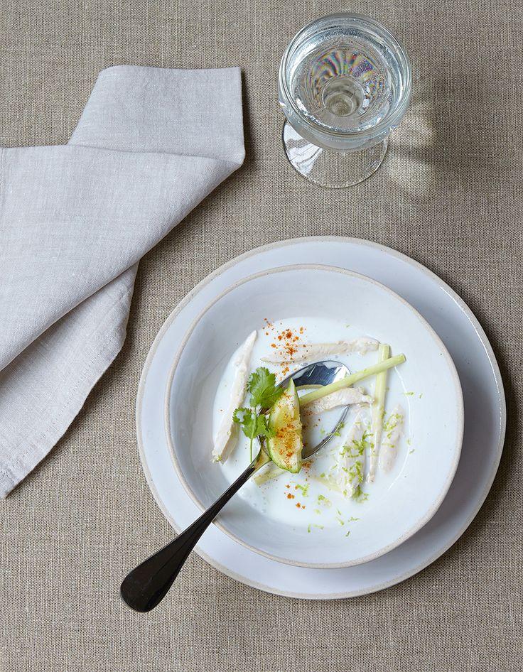 Soupe de poulet au lait de coco et citronnelle pour 4 personnes - Recettes Elle à Table