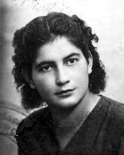 Grazie Ondina Peteani. Nata a Trieste il 26 aprile 1925 e morta nel 2003 sei considerata la prima staffetta partigiana. La tua vita, in breve, nel sito dell'ANPI e, intera, nel libro di Anna di Gianantonio.