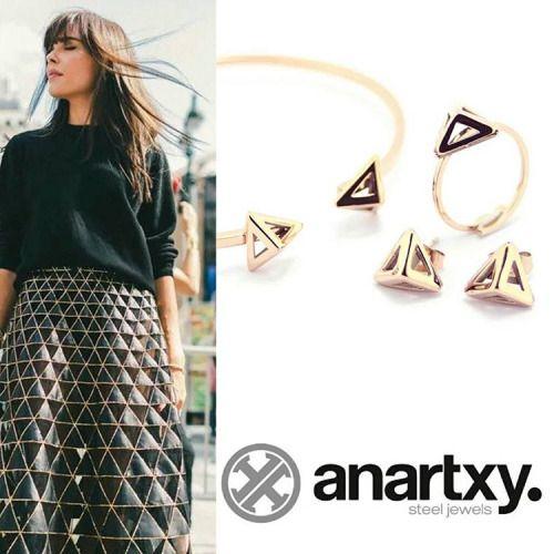 Conjunto de Anartxy con forma de pirámide.  #pulseras #anillos #pendientes #anartxy  #aceroquirurgico #dorado
