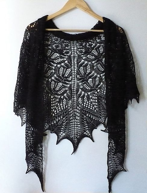 25+ best ideas about Lace shawls on Pinterest Scarf crochet, Crochet shawl ...