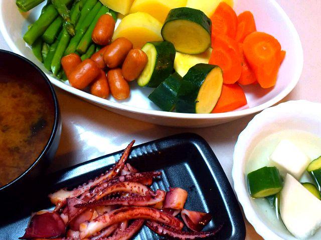 昨日の晩御飯。  ・ウインナーと温野菜サラダ ・魚久のイカゲソ  (粕漬け) ・海苔の味噌汁 ・漬物 - 15件のもぐもぐ - 昨日の晩御飯。  ・温野菜サラダ ・魚久のイカゲソ (粕漬け) ・海苔の味噌汁 ・漬物 by SakuraGozen