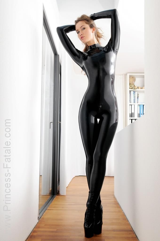 amazing princess fatale in latex