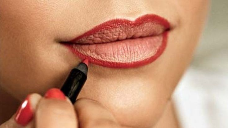 How To Apply Lipstick ? STOP Making these Mistakes ! https://www.glossypolish.com/apply-lipstick-stop-making-mistakes/#howtoapplylipstick