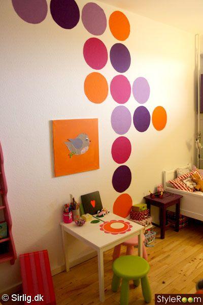 barnrum,färgglatt ,prickar