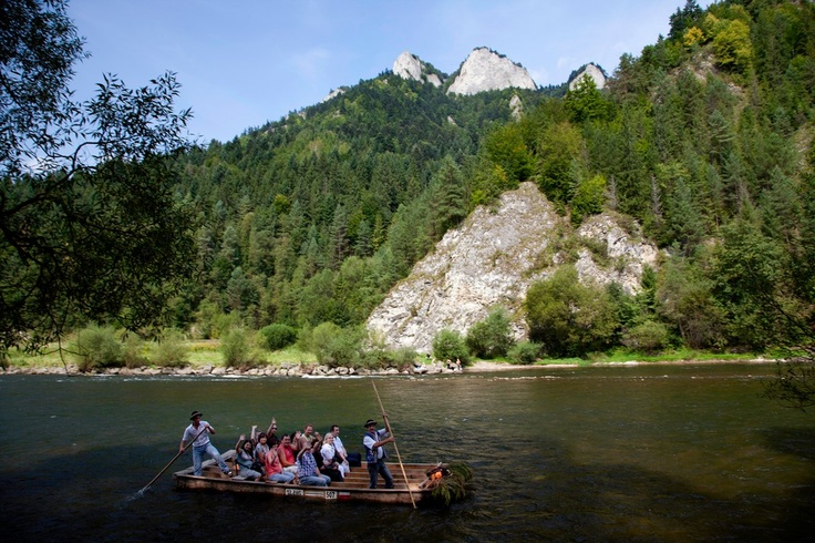 Rafting using wooden rafts is one of the greatest tourist attractions of northern Slovakia. One of the unforgettable experiences is certainly rafting down the river Dunajec in the splendid natural scenery of the Pieniny National Park.