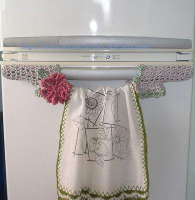 """""""VIRTUOSAS E TALENTOSAS"""": Puxador de geladeira em crochê, com porta pano de ..."""