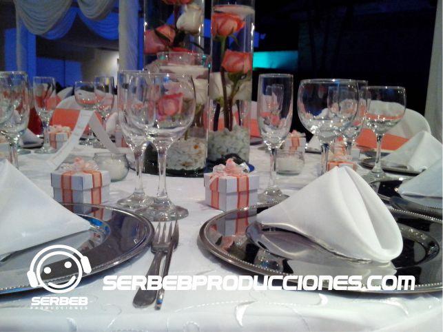 Cristaleria de lujo para tu Boda Decoración Mandarina con Blanco  Sí deseas ver todas las fotos de esta decoración, haz clic en el siguiente enlace http://serbebproducciones.com/index.php/decoraciones-de-eventos/decoraciones-para-bodas/48-decoracion-boda-mandarina-con-blanco/198-arbol-de-los-deseos.html