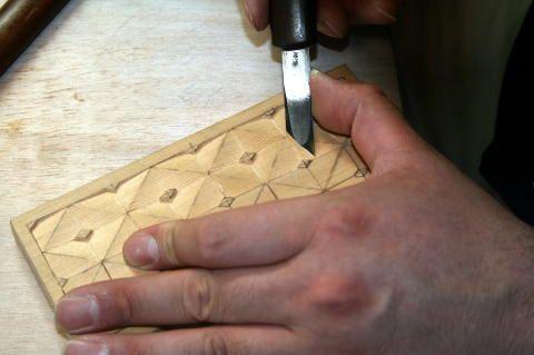 「活動報告」侊心会 仏像彫刻・木彫刻教室:どなたでもお気軽にご参加いただける木彫刻教室です