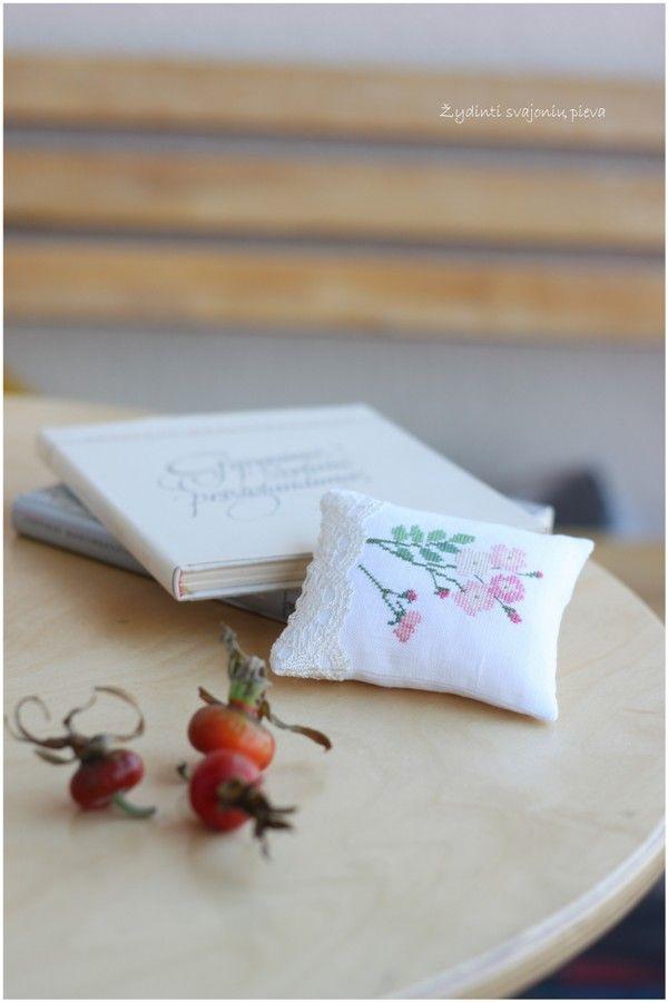 KAZUKO AOKI Cross stitch by Kazuko Aoki Wildflower Garden Ballerina rose