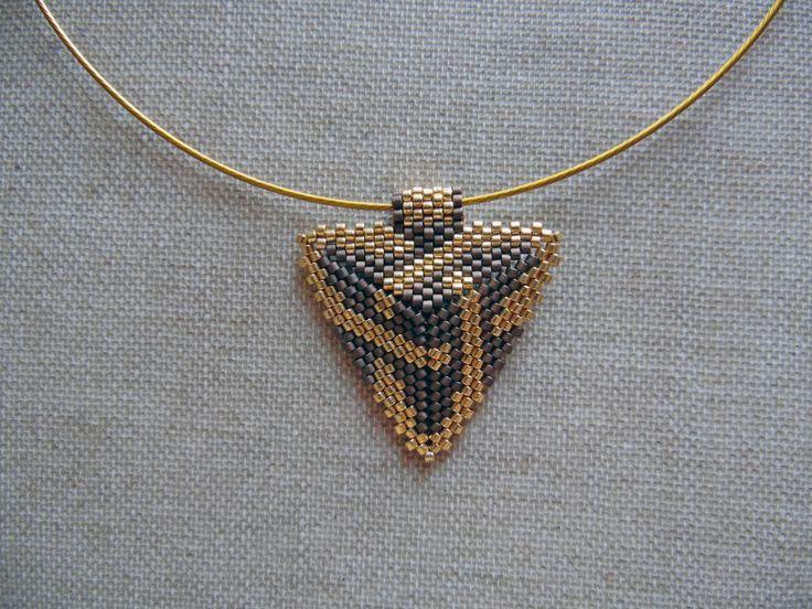 Collier amérindienne huichol navajo bronze et doré en perles Miyuki. Ras du cou tissées peyote de la boutique McommeMaryna sur Etsy