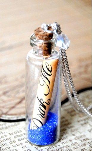 """Sautoir vintage """"Drink Me"""" Alice au pays des Merveilles"""
