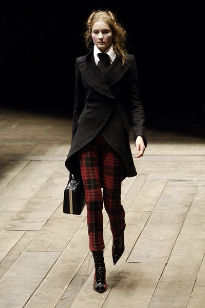 Alexander McQueen Fall 2006 Plaid Pants Black Kacket White Shirt Black Tie