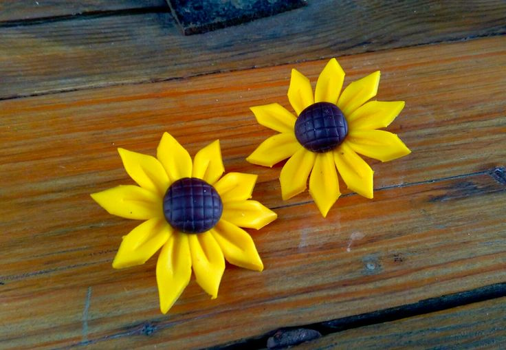 Stud earings clips sunflowers out of polymer clay