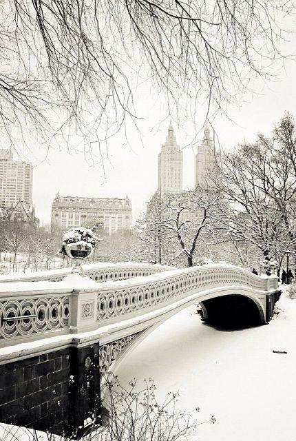 New York City under the snow // Inspiration by #EricBompard - Timeless cashmere sweaters - www.eric-bompard.com: