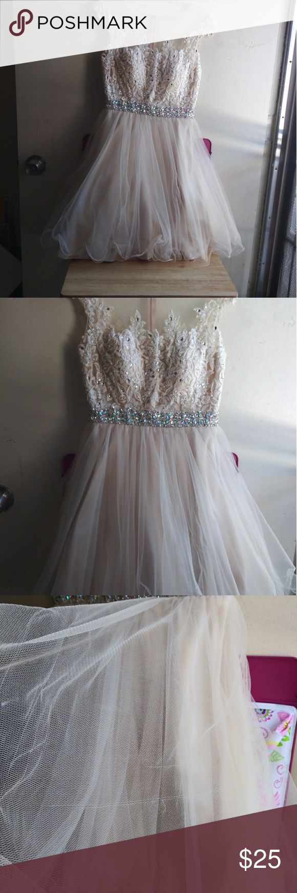 Quinceañera/Dama/Bridesmaid Dress Used only once. Beige and beautiful dress. Si…