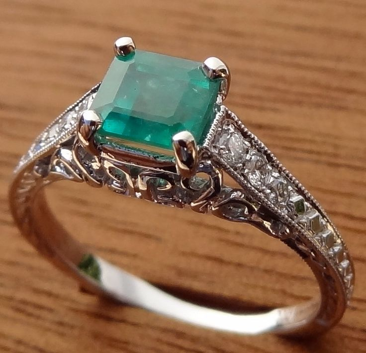 Antique Style Natural  Emerald with Diamonds Engraved Engagement  Ring 18k  White Gold.