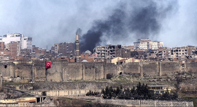 Turkish security forces on Friday continued to strike Kurdish militants in the country's southeastern district of Sur in Diyarbakir.