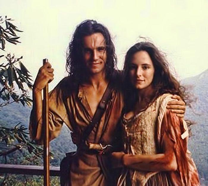 """Daniel Day-Lewis y Madeleine Stowe en """"El último Mohicano"""", 1992"""