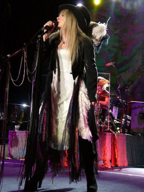 Stevie onstage, a unique bohemian gypsy and super star Rock Queen ♫♥❤♥♫ http://golddustgypsy.tumblr.com/post/20429323192/im-obsessed-with-this-picture