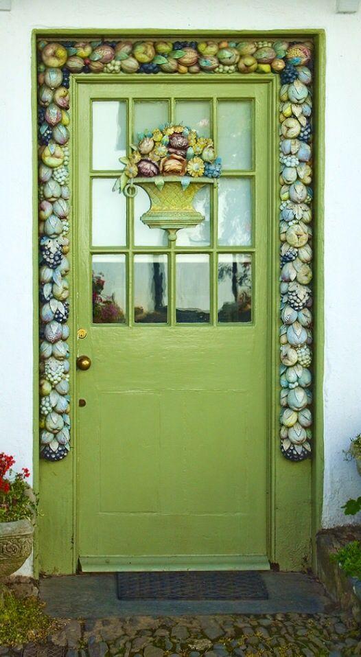 Clovelly, Devon, England, green, lime door, entrance, doorway, beauty, ornaments, details, photo